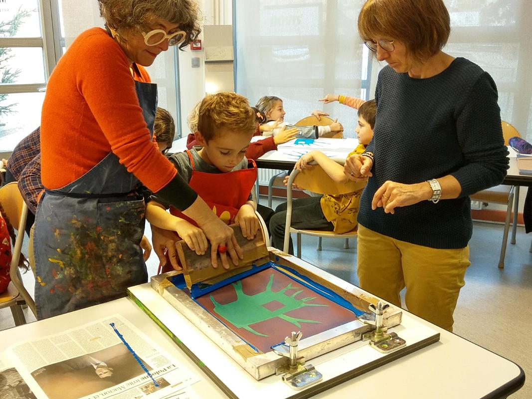 Magali Bardos, auteure-illustratrice, en atelier scolaire au Musée Ingres Bourdelle Montauban (82), festival littéraire Lettres d'Automne, 2019
