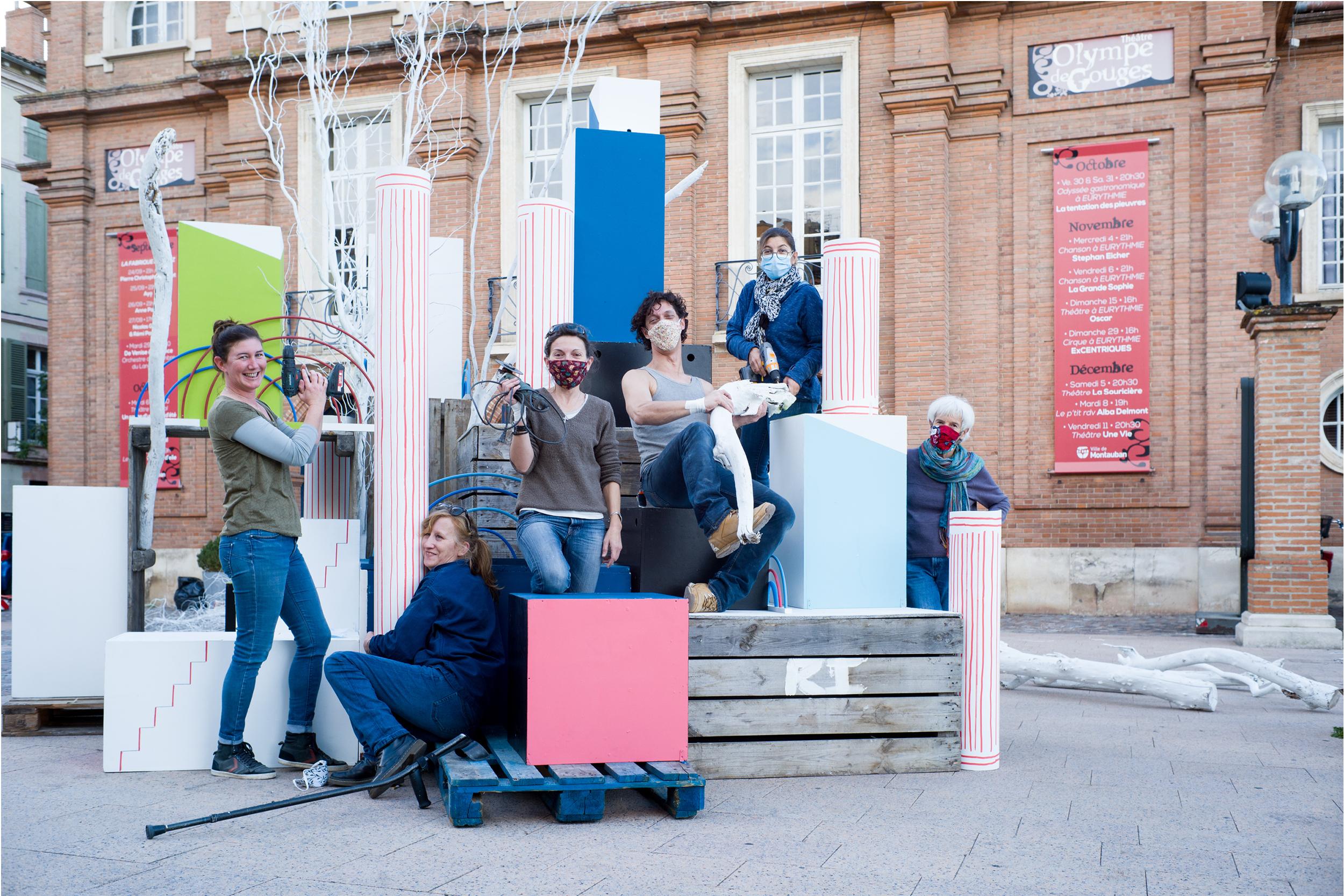 Le théâtre Olympe de Gouges accueille cette année encore le décor du festival Lettres d'Automne. Malgré l'annulation nous avons tenu à ce que ce travail puisse être vu des Montalbanais.Photos Patricia Huchot-Boissier