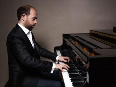 François Dumont jouant au piano