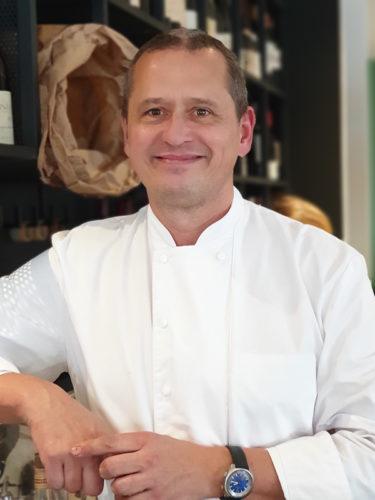 Portrait de Stéphane Reynaud, chef cuisinier, dans sa cave, photo Thierry-Richard